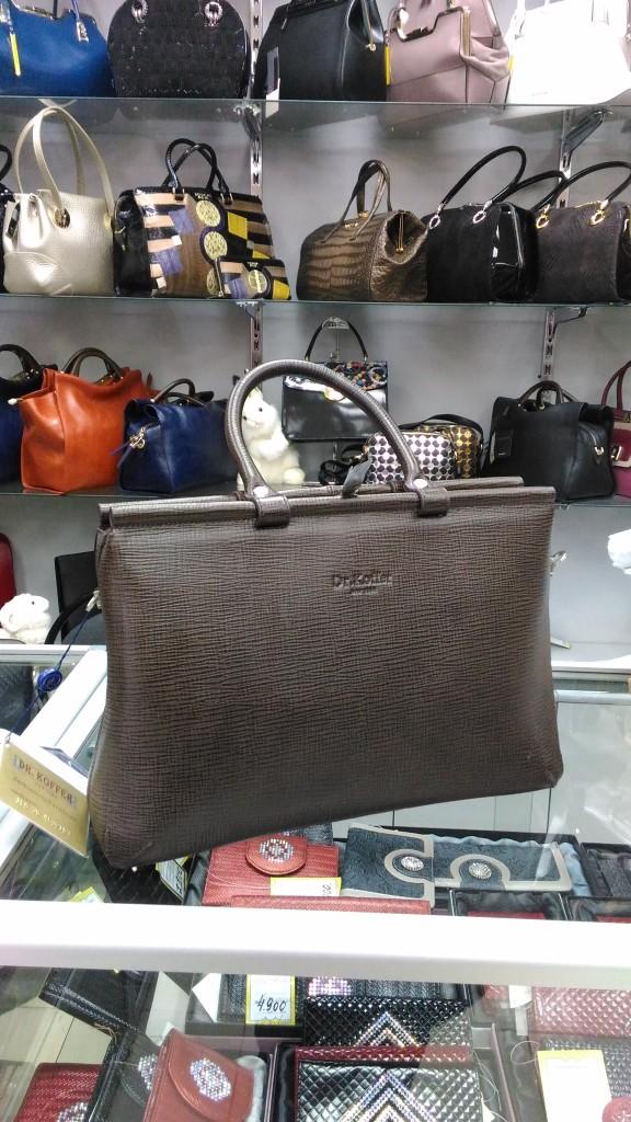 Где купить  b сумку из натуральной кожи  b  Dr. Koffer, 16 900 рублей