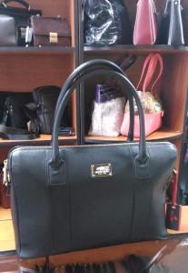 Где купить  b сумку из натуральной кожи  b  Eminsa, 8 900 рублей, в черном цвете