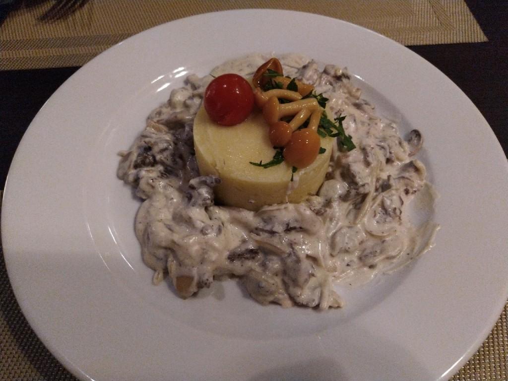 Не просто картошка с мясом  top 8 мест  где в Саранске можно попробовать бефстроганов befstroganov-rozmarin