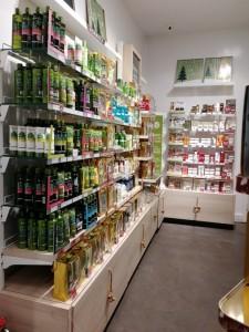 Накрась меня полностью  мы нашли 14 магазинов косметики  где вы сможете основательно закупиться для себя любимой iv-roshe-2