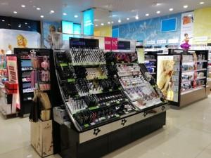 Накрась меня полностью  мы нашли 14 магазинов косметики  где вы сможете основательно закупиться для себя любимой letual-2