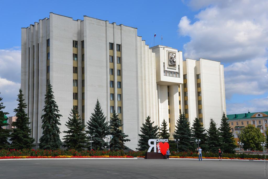 Экономический гид  сколько стоит Советская площадь дом-республики