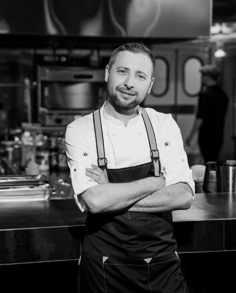b  Мы ни с кем не стремимся конкурировать  мы просто создали новое  стильное место    b  интервью с Романом Гудковым  шеф поваром нового ресторана  Дож