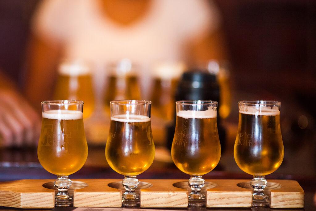 b Алкогольный гид   b  9 материалов  Городских рейтингов  про увлекательный мир продвинутого пития