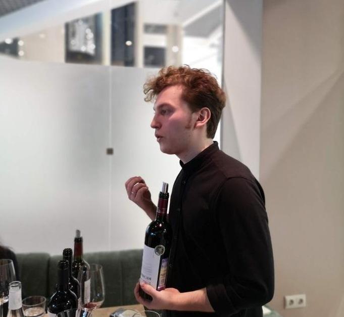 b Приятное для мозга   b  подборка российских вин от Елисея Маскайкина Елисей Маскайкин: