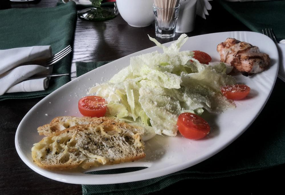 Где в Саранске подают  b   съедобный     laquo Цезарь raquo   b  salad_caesar_the_bar