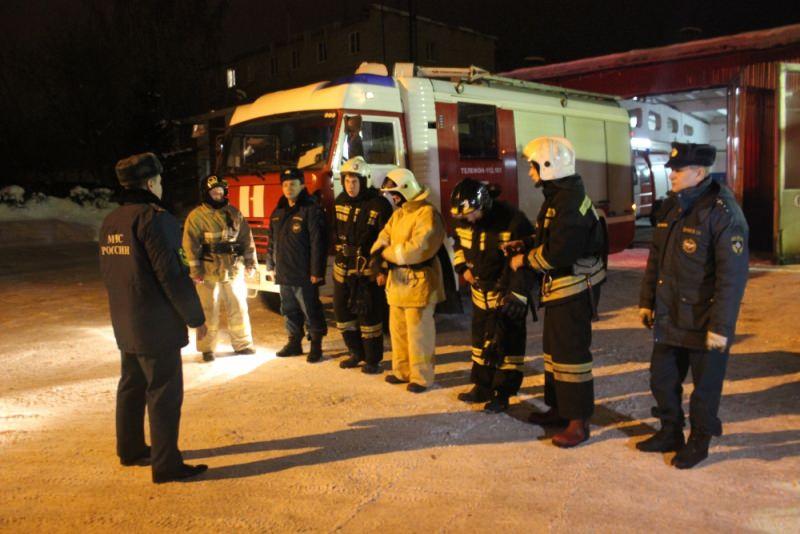 Городские профессии  пожарный professia_fire_3_mini
