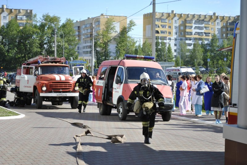 Городские профессии  пожарный professia_fire_6_mini