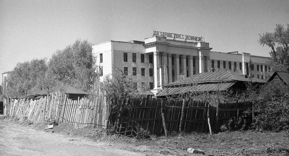 b Старый   новый     b  Саранск А так могло бы выглядеть здание ТРК «Огарев Plaza», если бы ленинизм до сих пор здравствовал. . Автор фото — Борис Бахмустов