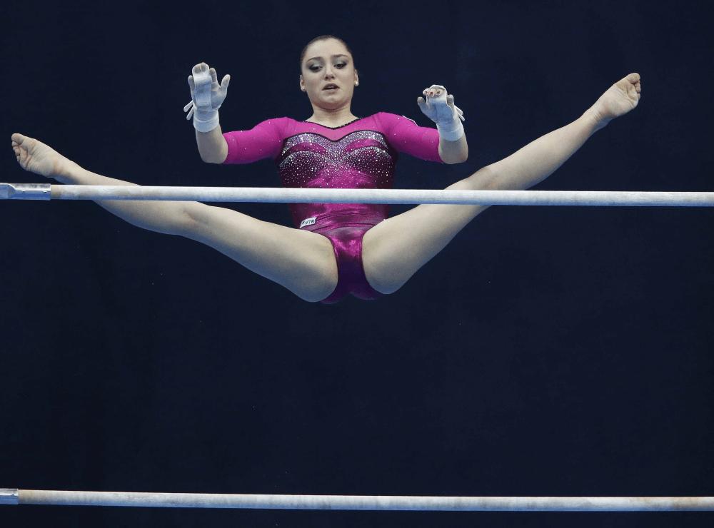 Алия Мустафина, 21 год. Гимнастка, олимпийская чемпионка 2016 года в упражнении на брусьях. Начала тренироваться в 6 лет в Егорьевске, Московская область // фото: russiasport.ru