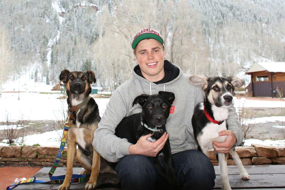 Американец Гас Кенуорти с Олимпиады в Сочи 2014 увез домой двух щенков и их маму