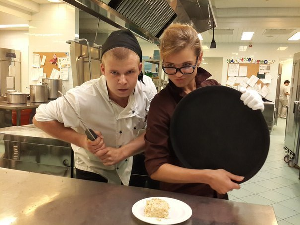 «Каждый день готовлю фуагра, а вынужден есть макароны с котлетой» Реальная работа круче чем сериал «Кухня»!