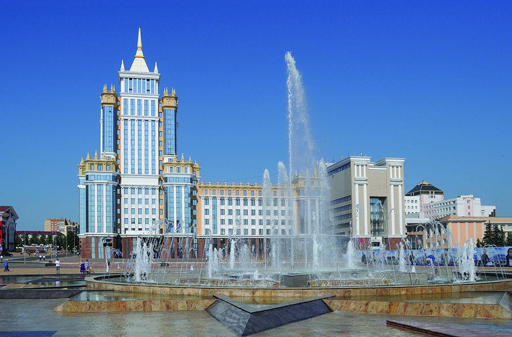 Говоря где-нибудь не в Саранске, что вы окончили МГУ, все равно придется добавлять «Мордовский»