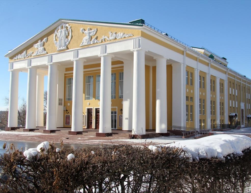 b Топ 10  b  новогодних   ёлок для детей    в Саранске dram_teatr