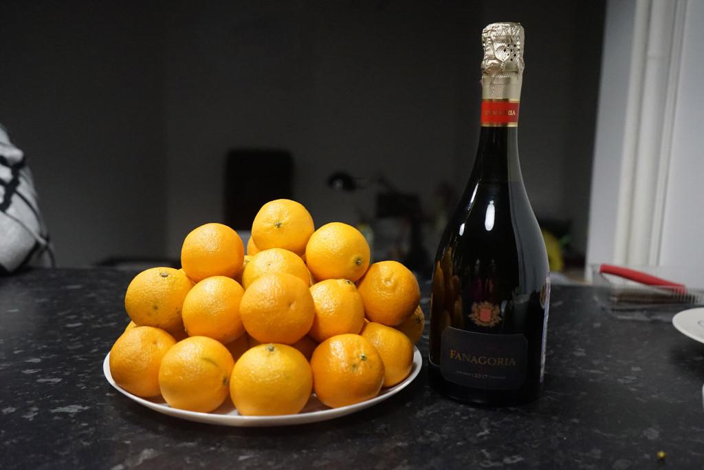 b Топ 10  b    видов отечественного шампанского и сырокопчёной мелкозернистой колбасы    fan