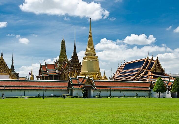 b Топ 8  b  вариантов  где купить   путёвку в лето    Храм изумрудного Будды (Ват Пхракэу)