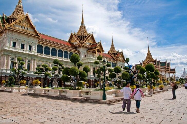 b Топ 8  b  вариантов  где купить   путёвку в лето    Королевский дворец в Бангкоке