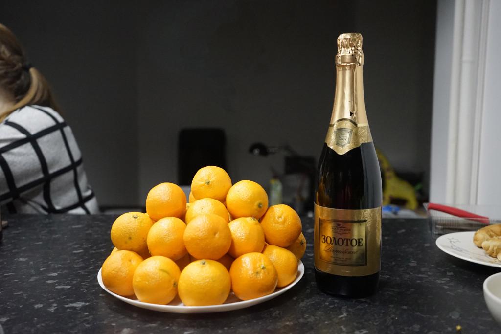 b Топ 10  b    видов отечественного шампанского и сырокопчёной мелкозернистой колбасы    zol