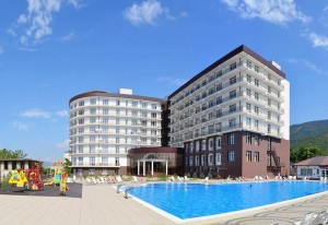 Пора валить  10 выгодных направлений для летнего отпуска gelendjik-1