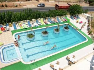 Пора валить  10 выгодных направлений для летнего отпуска greciya