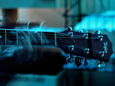 kak-igrat-na-akkusticheskoj-gitare_0