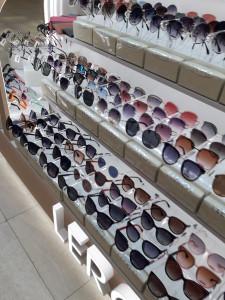 Солнцезащитные очки  где купить и что продают в салонах города lero4