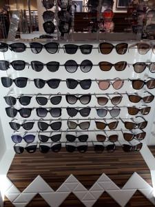 Солнцезащитные очки  где купить и что продают в салонах города noname3