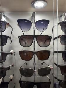 Солнцезащитные очки  где купить и что продают в салонах города ochki_dlyavseh3